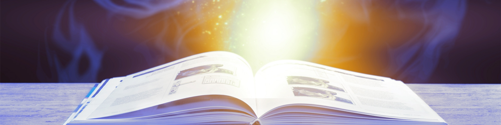 Succeshistorier - en bog som er åben med lys kommer ud af det