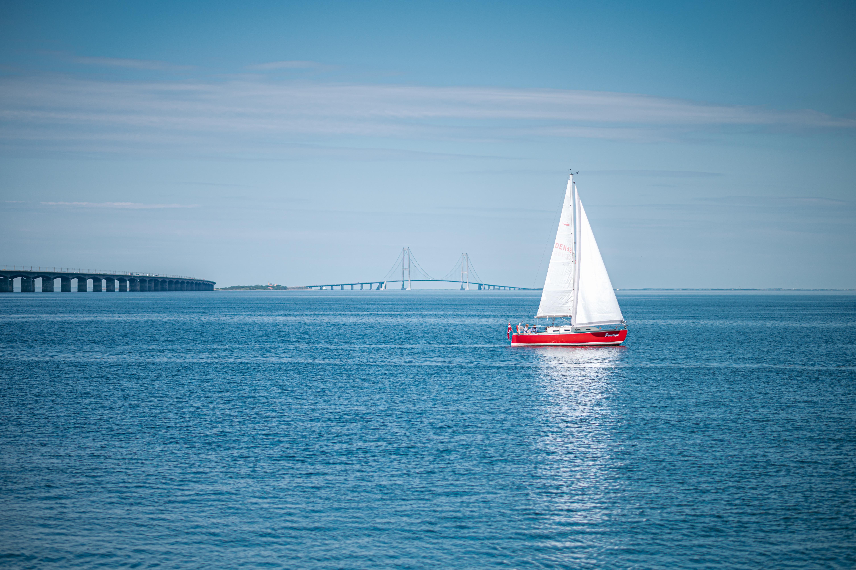 sejlskib ved Storebæltsbroen