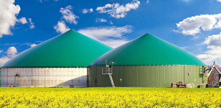 Zwei Behälter für zb Biogas