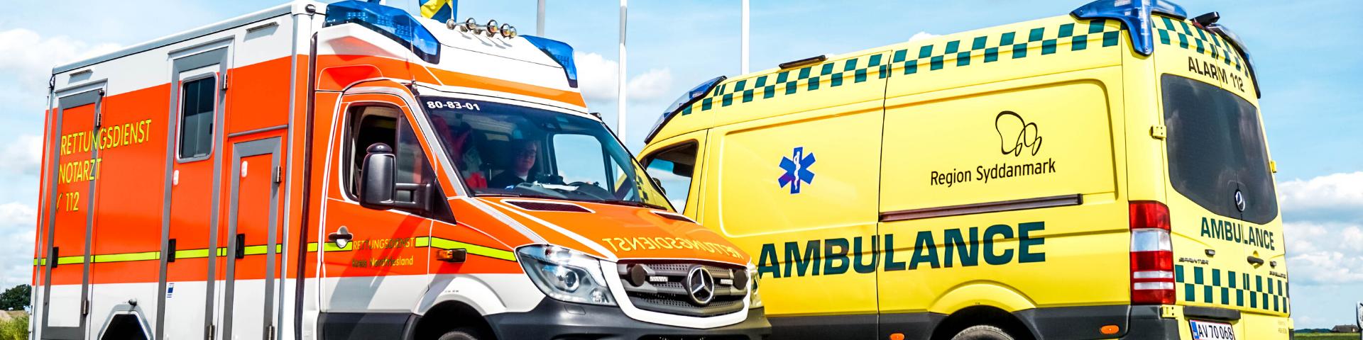 deutscher und dänischer Rettungswagen